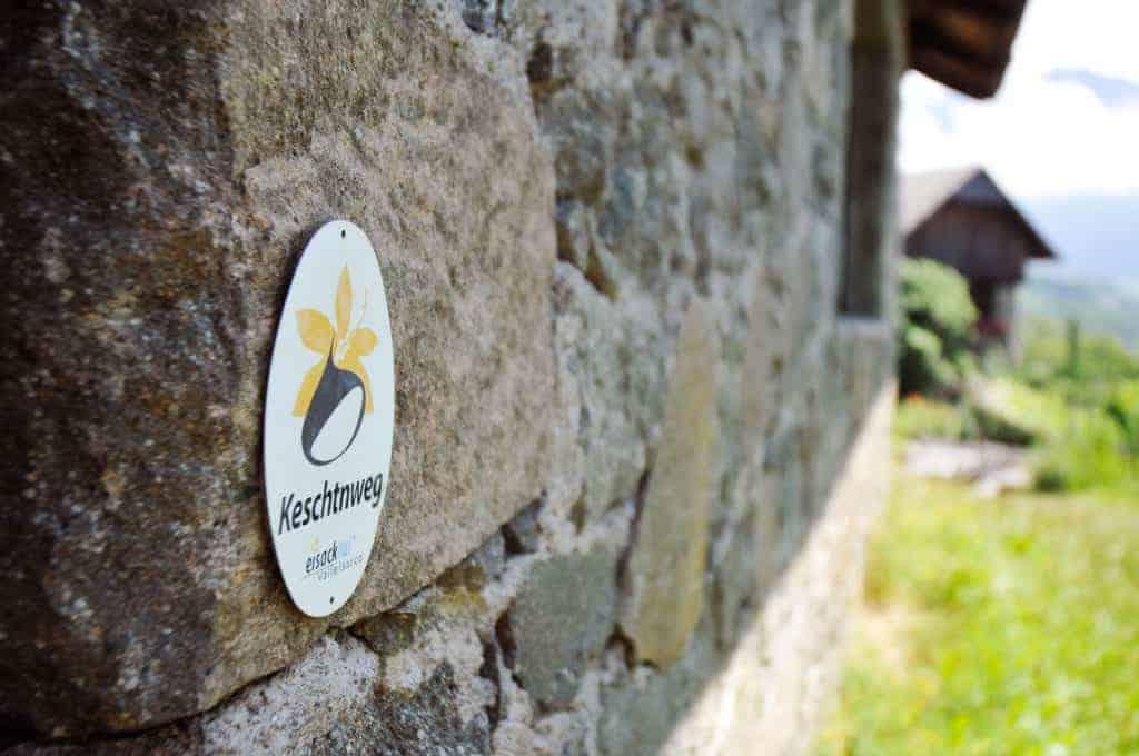 Der Rielingerhof liegt direkt am Keschtnweg - Club Winery Südtirol