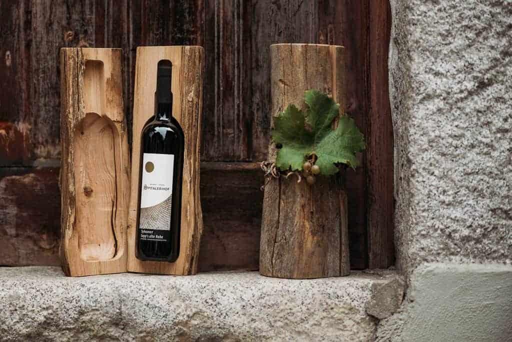 Weingeschenk - Weinflasche in Holzstamm